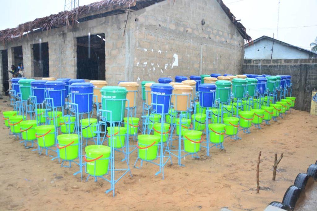 Dispositif de lavage de mains offerts par le Système des Nations-Unies au Bénin